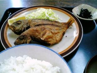 山田ホームレストラン本日の定食B魚から揚げ005
