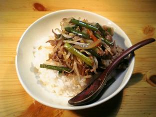 もやし野菜と豚ばら肉とにんにくの芽の中華炒め001
