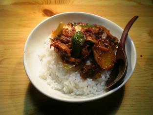 野菜と豚肩ロースのケチャップ炒め丼001