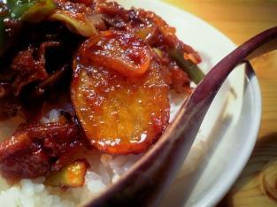 野菜と豚肩ロースのケチャップ炒め丼002