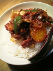 野菜と豚肩ロースのケチャップ炒め丼003