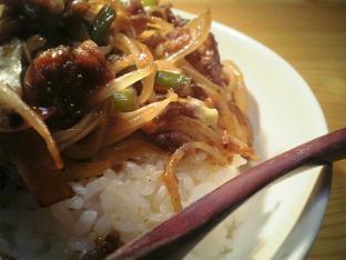 豚と野菜を焼肉のタレで炒める002
