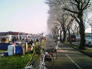 2010日米親善桜祭り上瀬谷通信基地BBQバーガー009