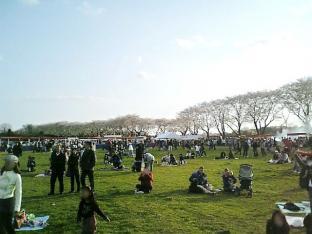 2010日米親善桜祭り上瀬谷通信基地フィリーチーズステーキサンド008