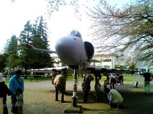米海軍厚木航空施設)日米親善桜祭り2-4JUMBOセットメニューのホットドック008