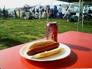 米海軍厚木航空施設)日米親善桜祭り2-4JUMBOセットメニューのホットドック012