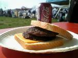米海軍厚木航空施設)日米親善桜祭り2-4JUMBOセットメニューのハンバーガー003