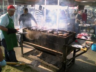 米海軍厚木航空施設)日米親善桜祭り2-4JUMBOセットメニューのハンバーガー008