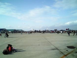 米海軍厚木航空施設)日米親善桜祭り2-4JUMBOセットメニューのハンバーガー018