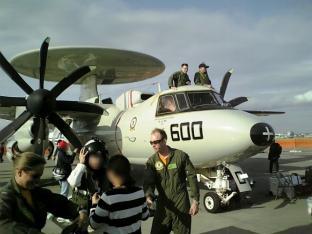 米海軍厚木航空施設)日米親善桜祭り3-4辛口ドック002