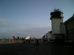 米海軍厚木航空施設)日米親善桜祭り3-4辛口ドック014