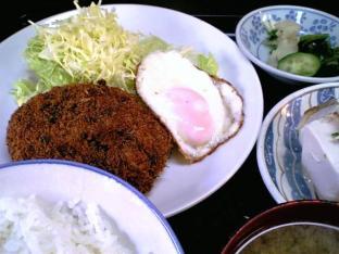 山田ホームレストラン本日の定食Bビーフコロッケ 目玉004