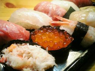スーパーの握り寿司半額001