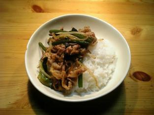 豚バラ肉とにんにくの芽ともやし野菜の焼肉たれ炒め001