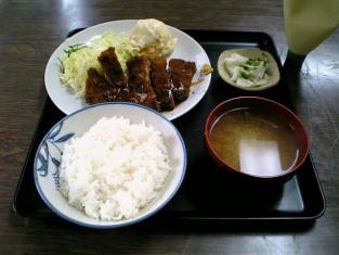 山田ホームレストラン本日の定食Aポークカツ004