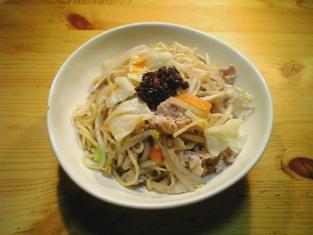 具入ラー油と肉野菜もやしきのこ中華焼きそば001