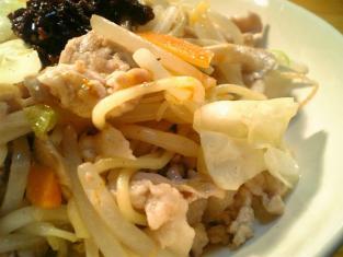 具入ラー油と肉野菜もやしきのこ中華焼きそば002