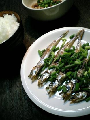 焼きシシャモと納豆004