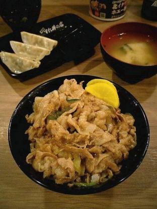 伝説のすた丼屋横浜日ノ出町店でミニすた丼と半餃子3
