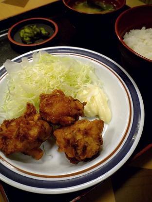伊勢佐木モールの名代富士そばで唐揚げ定食小300円2