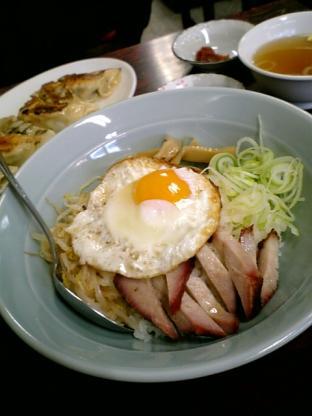 広東料理酔来軒(スイライケン)で酔来丼と餃子3