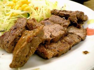 松屋大和店で松屋角切りステーキ定食690円。(大盛、特盛無料サービス時)4