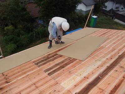 DSCF2663屋根板上吸音板