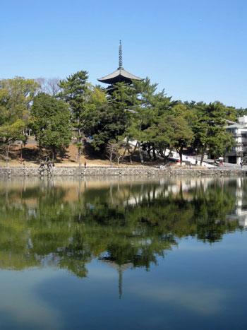 2日目_猿沢池に映る五重塔