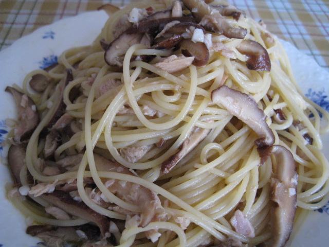 干し椎茸とツナのぺペロンチーノ20091004-03
