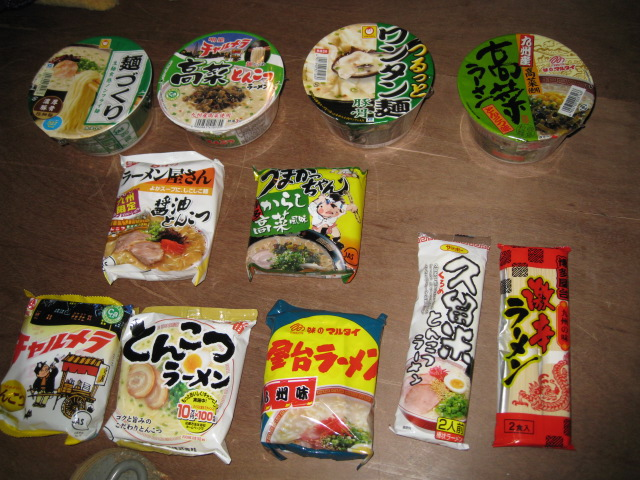 門司のスーパーのラーメン売り場20100126-03