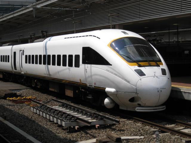 博多駅白いかもめ20100825