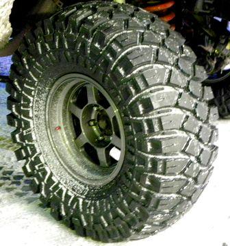 LC80タイヤ