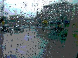 降り出す雨