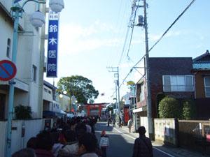 玉前神社の境内までの行列