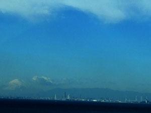 アクアラインから望むMM21と富士山