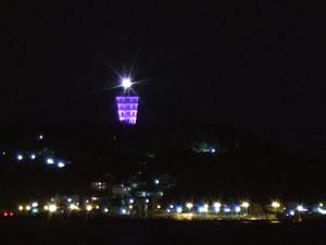 ライトアップされた江ノ島のタワー