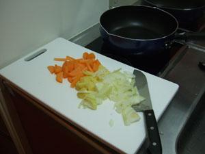 一昨日のシチューの材料の余りを使って調理