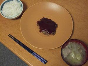 大皿にちょこんと高級料理風に盛り付け!?