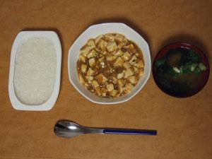 皿に麻婆豆腐を盛り付て頂く