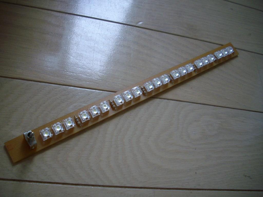 白色Flux LEDを使って室内用のLEDライトを製作しました。