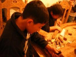 2006_0105木工する少年