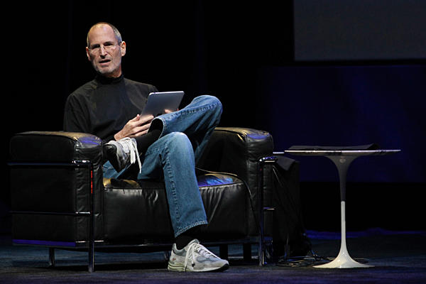 steve_jobs_apple_ipad_revealed.jpg