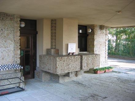 ヨドコウ迎賓館玄関