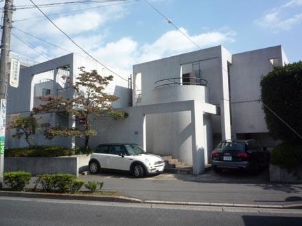 成城バス停前の家④