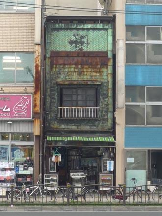 東上野3-39銅板葺の洋品店正面