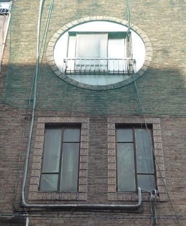 堺屋酒店丸窓