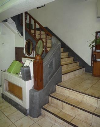 黒沢ビル階段