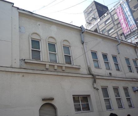 御徒町駅前の建物
