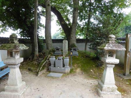 半兵衛の墓