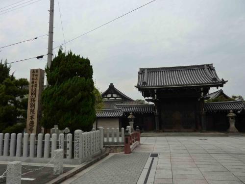 亀山本徳寺 全景